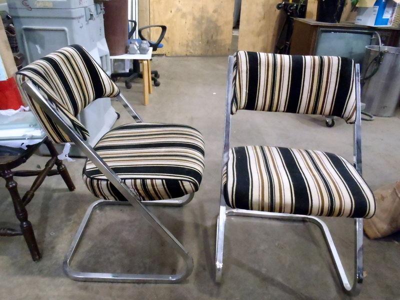 Charmant Pair Retro Chrome Chairs
