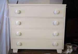 Small.White.Fifties.Chest.Drawers.Dresser