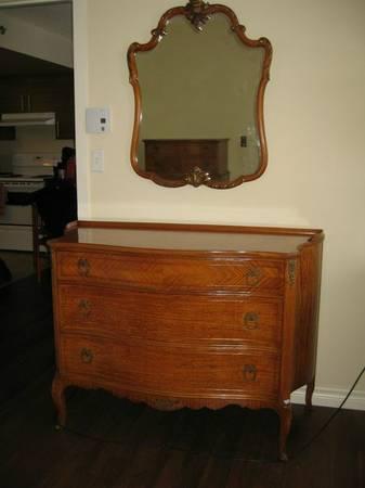Buffeted kijiji craigslist montreal furniture for Bedroom furniture kijiji