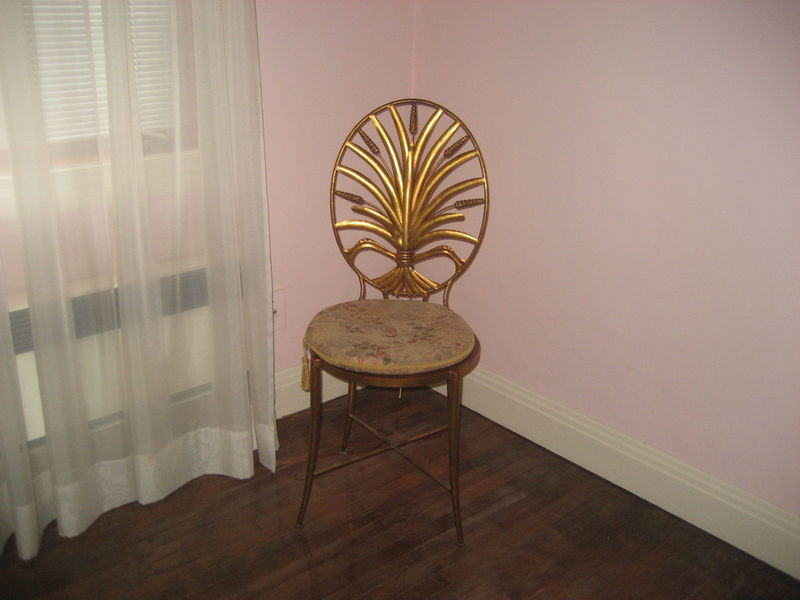 Mum s the word kijiji craigslist furniture montreal for Meuble antique kijiji