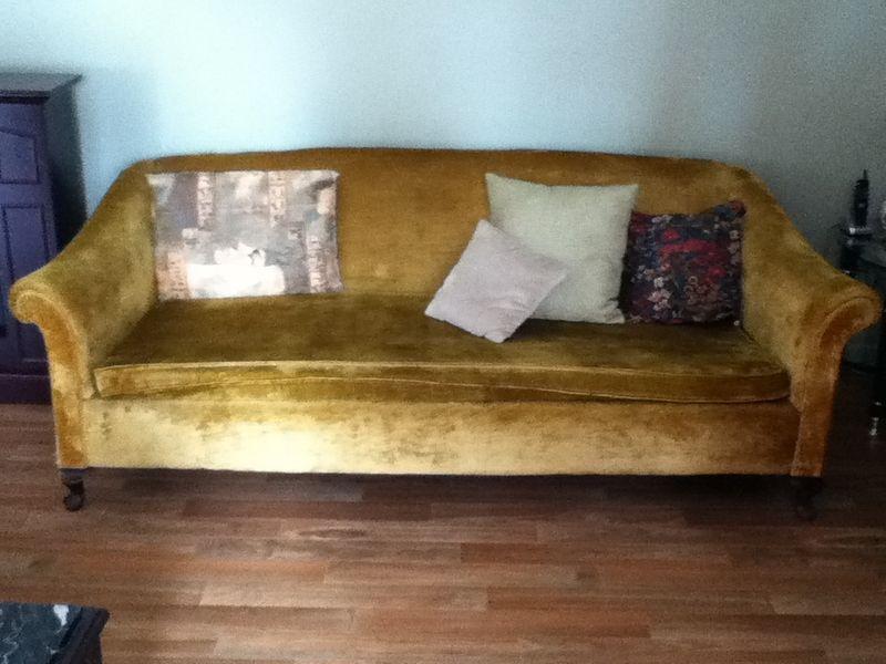 Sofa antique kijiji montreal for Kijiji montreal furniture