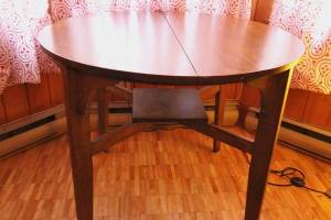 Round.Wood.Card.Table