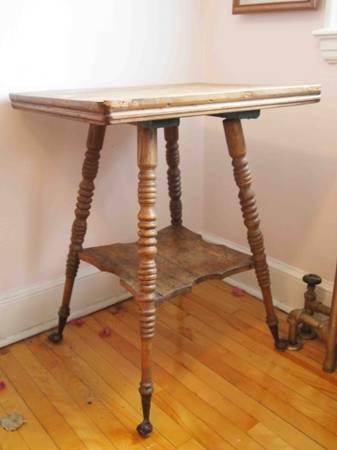 Antique.Lamp.Table