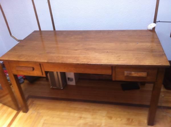 secondhand Montreal Digs : vintage oak desk from montrealdigs.wordpress.com size 600 x 448 jpeg 22kB