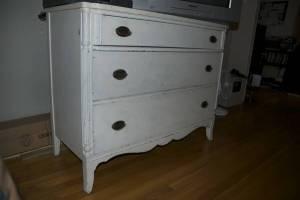 Vintage.White.Dresser